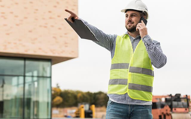 Láthatósági mellény az építőiparban